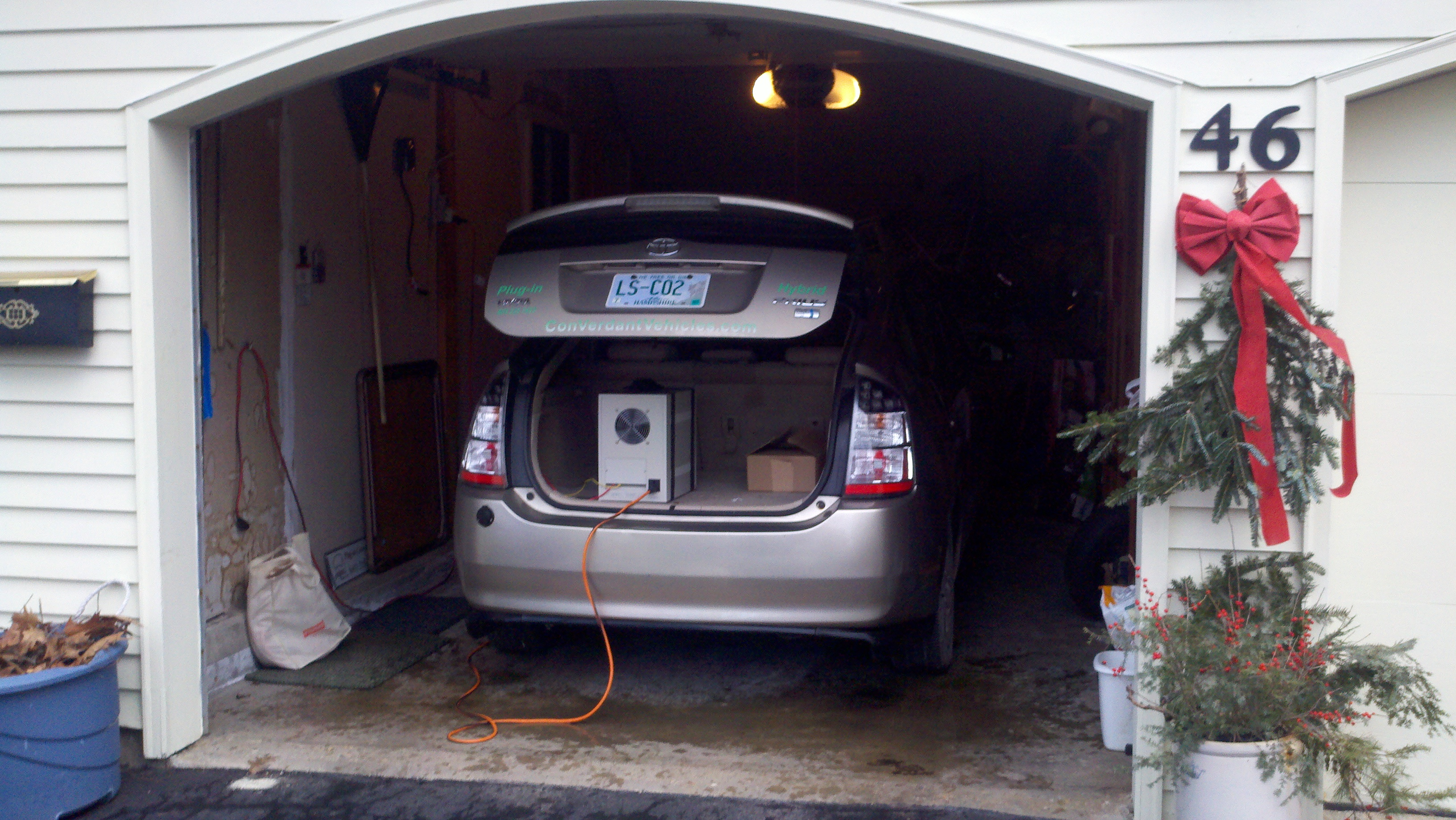 An Inverter In The Trunk Of A Prius And S House Photos Courtesy Converdant Vehicles Llc