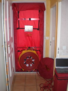 A blower door test to find air intrusions is important for any new structure. Photo by Ecotribu.