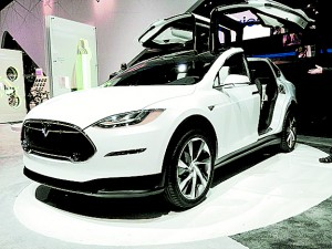 Tesla Model X front view. Photo by Don McCullough from Santa Rosa, CA, USA. Creative Commons Attribution 2.0 Generic. Wikimedia Commons.