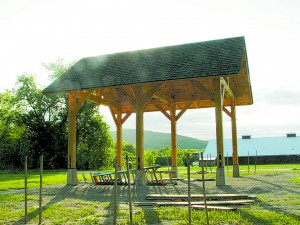 A Yestermorrow Design and Build school class built this Tim- berframe shelter with instruction from Tim- berHomes, LLC of Ver- shire, Vermont. Photo: Waterbury Unleashed Facebook photos.