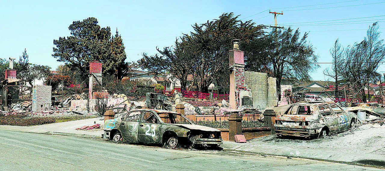 Destruction from a gas pipeline and explosion in San Bruno, California, 2010. Photo by Brocken Inaglory. CC BY-SA 3.0.