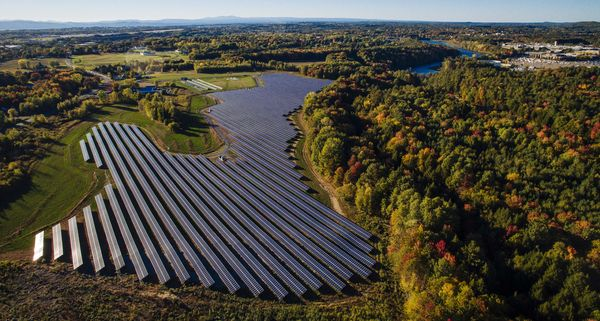 The Williston solar array. GlobalFoundries facility can be seen in the distance on the right. Photo courtesy of GMP.