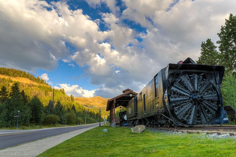 Breckenridge Colorado snow train (Photo: Dave Dugdale, Wikimedia Commons)