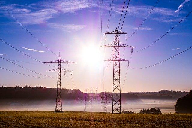 Transmission lines (Photo: blickpixel)