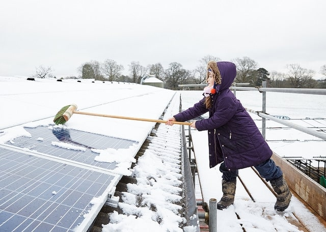 Solar power in winter (Photo: 1010uk via Flickr, CC BY 2.0)