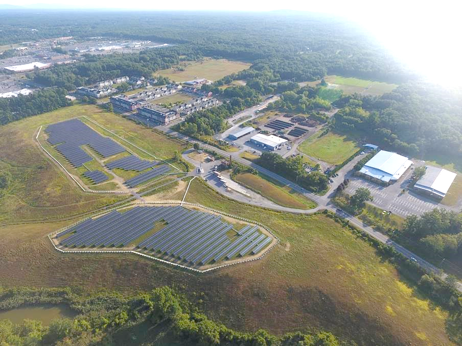 A 2.6MW solar park covering 14.6 acres at the capped Weibel Avenue Landfill. Photo courtesy of Onyx Renewable Partners L.P.