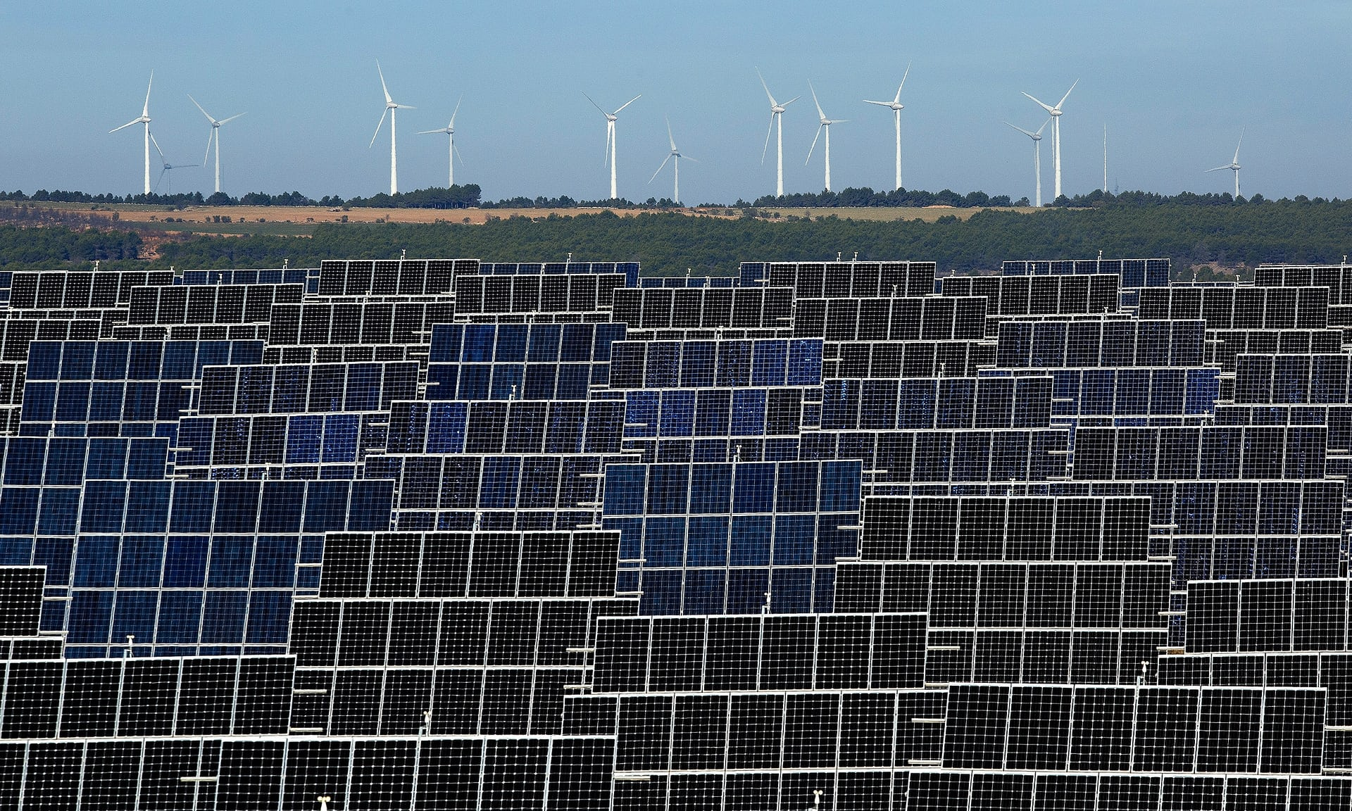 Renewable energy (Photo: Pablo Blazquez Dominguez | Getty Images)