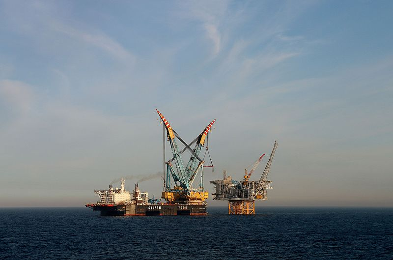 Norwegian offshore oil rig (Photo: Norsk olje og gass, Wikimedia Commons)