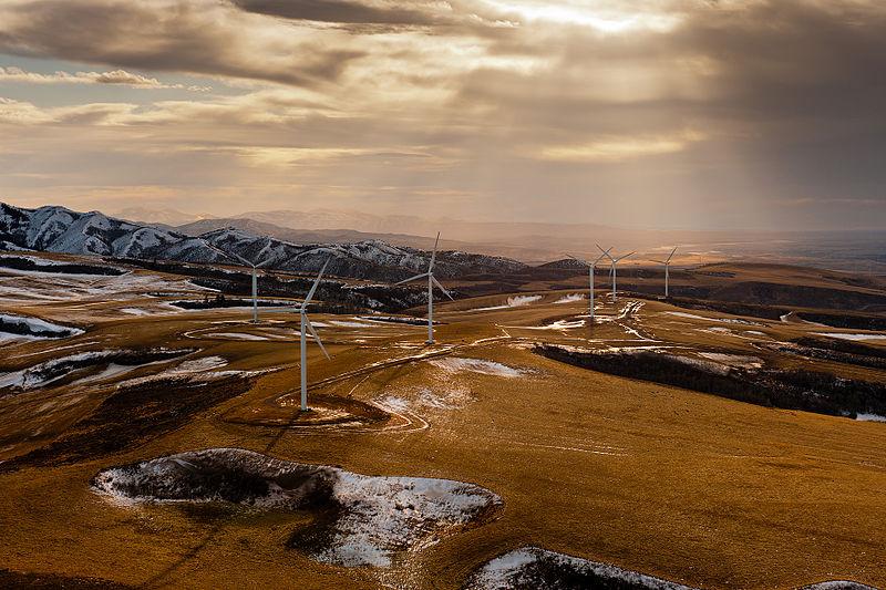 Wind farm in Idaho (From energy.gov, Wikimedia Commons)