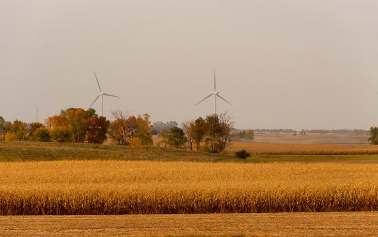 Iowa wind farm (Photo: Carl Wycoff, CC BY SA 2.0 Generic)