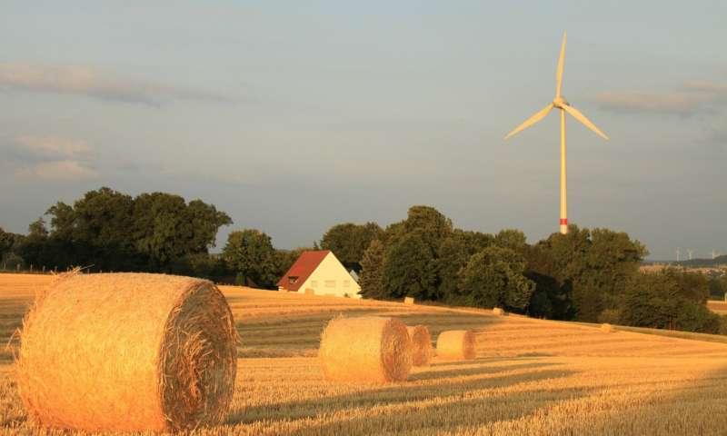 Wind turbines and hay bales (Photo: MattJP, CC BY-SA)
